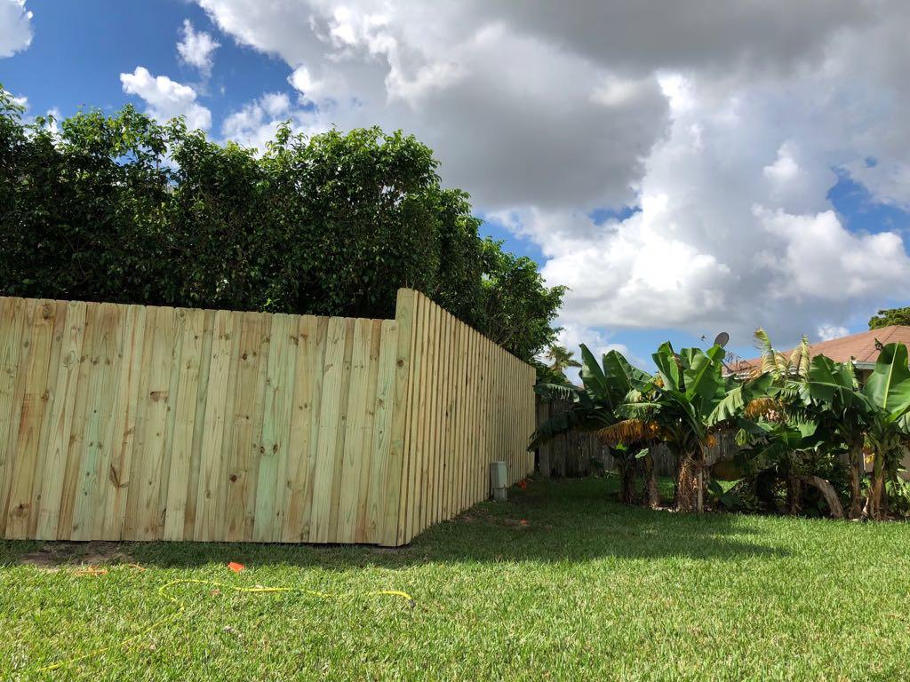 best fence contractors in Santa Ana